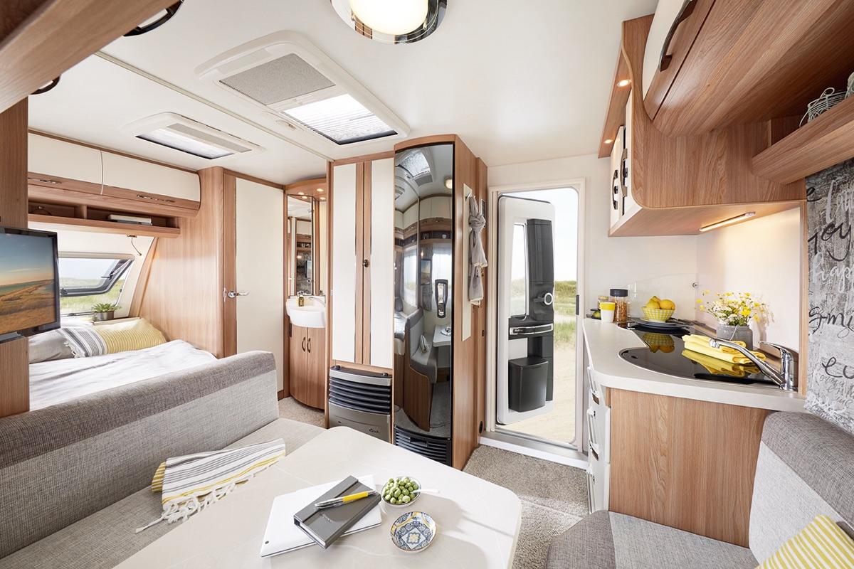 de luxe hobby caravan. Black Bedroom Furniture Sets. Home Design Ideas