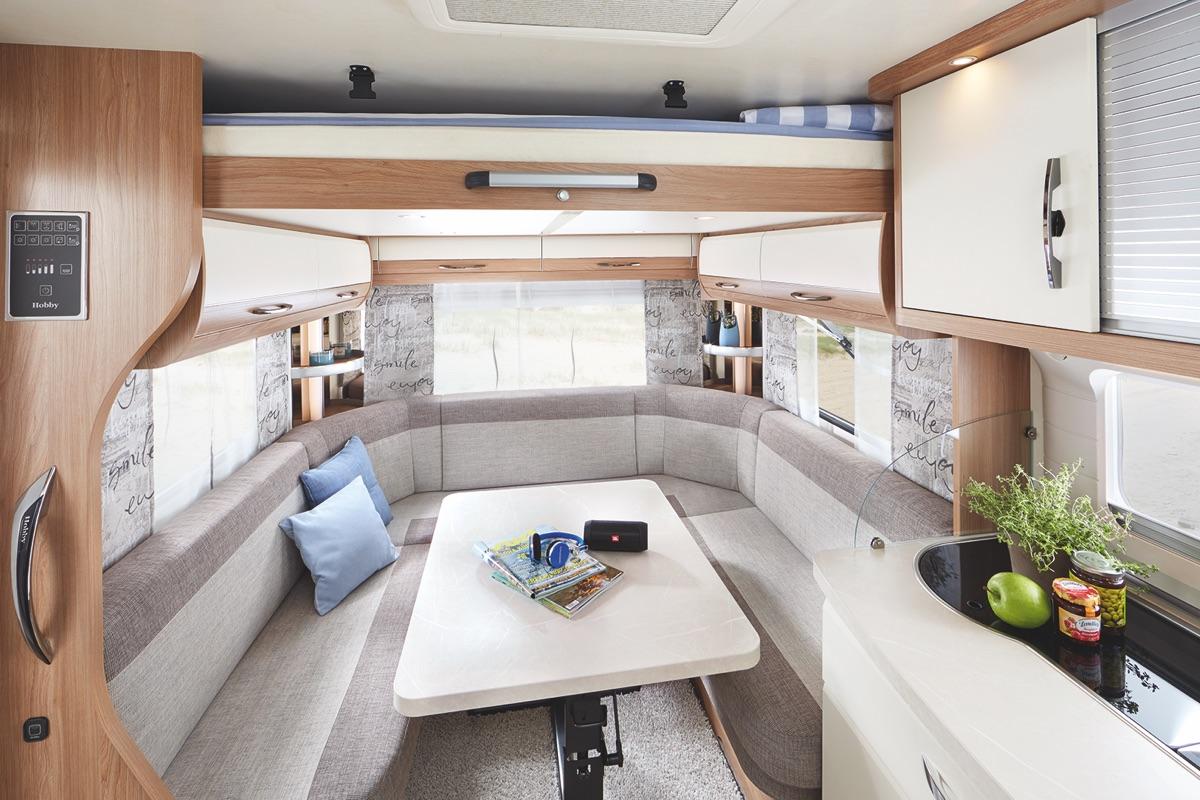 Welp DE LUXE - Hobby Caravan AM-77